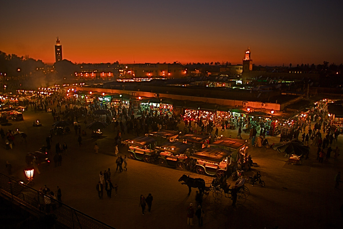 marrakech-square-at-night