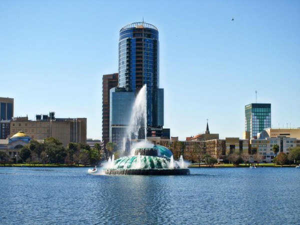 lake-eola-orlando-florida-fountain
